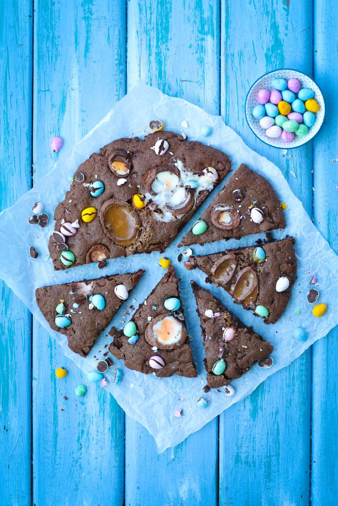 Triple chocolate Giant cookie pizza